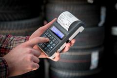 Kasa fiskalna Posnet Mobile HS EJ - Posnet Mobile HS EJ w warsztacie samochodowym